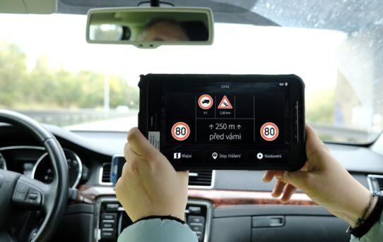 """Evropský projekt C-ROADS odstartoval, položí základy pro autonomní vozidla a """"chytré"""" dálnice"""