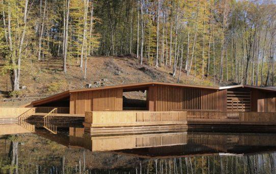 Vallum: koupaliště u horského jezera / Video
