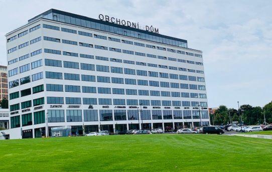 (Čeština) Obchodní Centrum Zlaté Jablko ve Zlíně