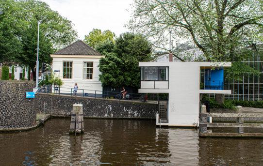 Projekt obnovy promění staré Amsterdamské mostní kabiny na hotelové pokoje