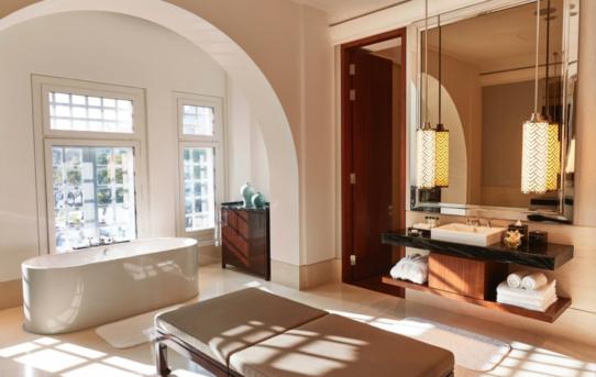 (Čeština) Experti doporučují: Vpřípadě hotelových koupelen vsaďte na bezpečné investice