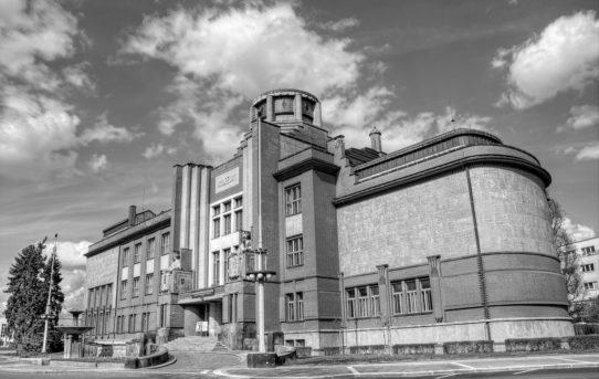 (Čeština) Jan Kotěra: výstava ke 150. výročí narození