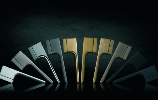 Přehled materiálů a povrchových úprav pro dveřní kování