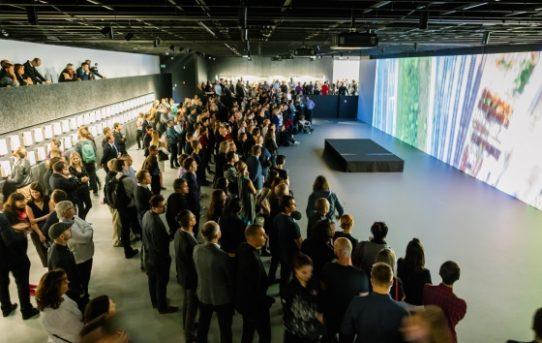 (Čeština) 25 metrová projekce. Praha promítne svou budoucnost v novém informačním centru