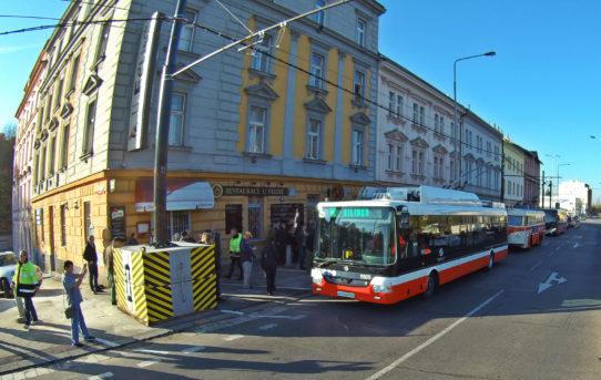(Čeština) Praha zkouší parciální trolejbus s 90% nezávislým proběhem