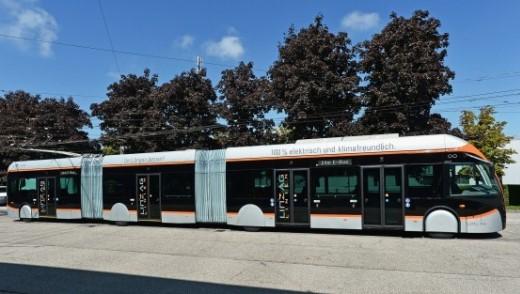 (Čeština) Tříčlánkové parciální trolejbusy Van Hool pro Linec ukazují trend v trolejbusové dopravě