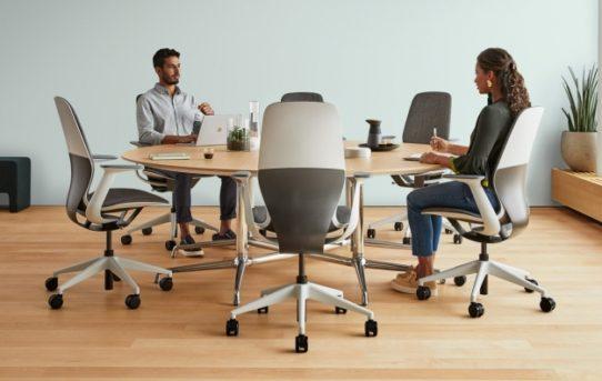 Steelcase představuje průlomovou židli SILQ