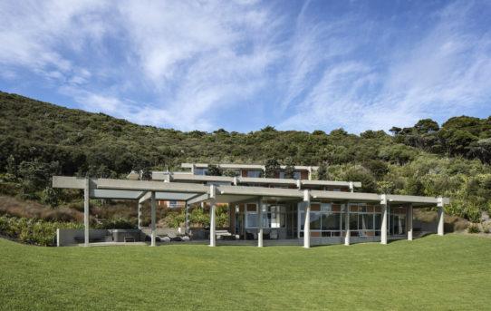 Parekura Bay House od Bossley Architects